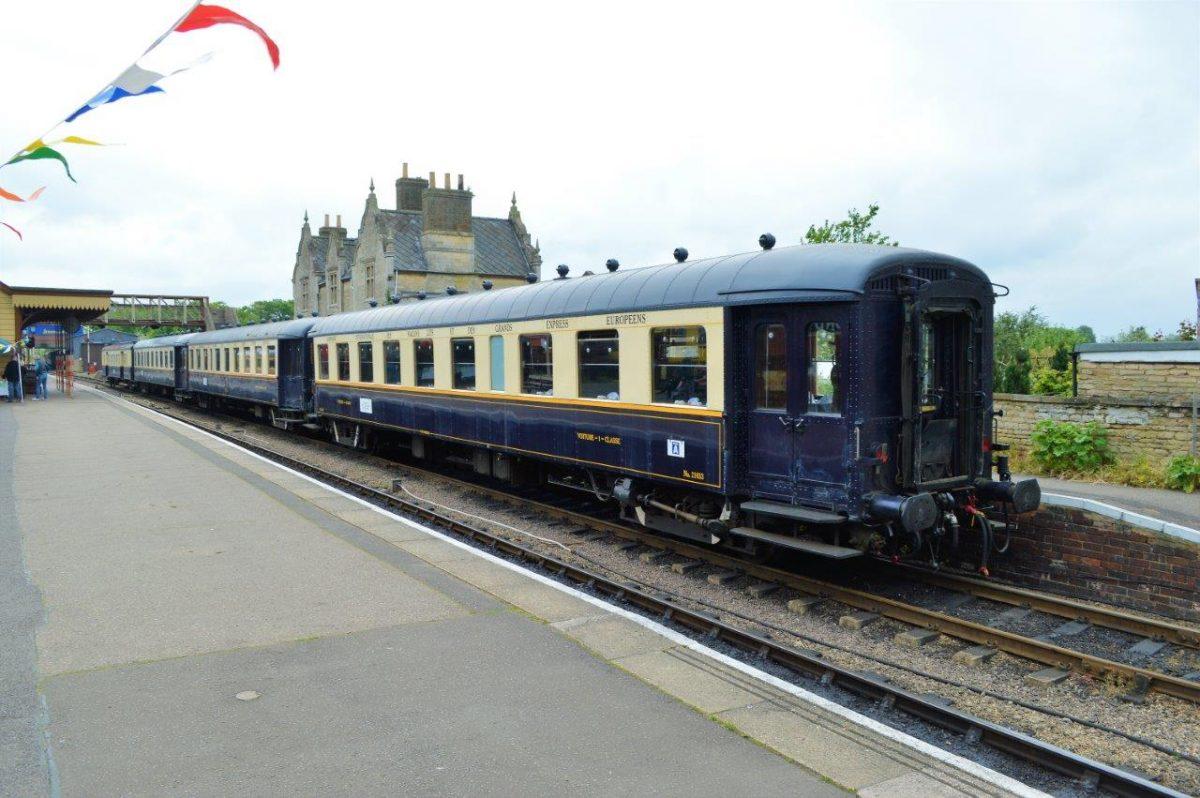 Le Train Bleu Foncé